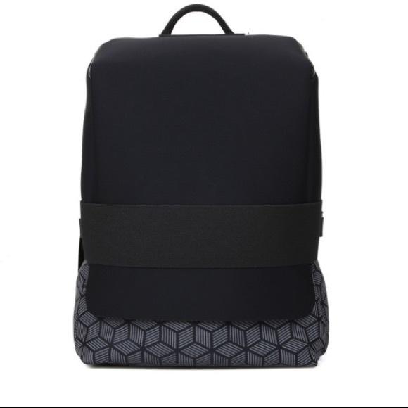4cd1bc20e7c0 Y-3 Adidas Qasa Backpack. M 5ac249f485e605b41ea32945
